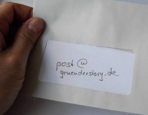 post@gruenderstory.de im Briefumschlag