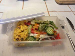 Portion Backfisch mit Kartoffelsalat